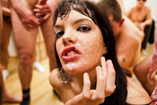 Spanish vixen Carmen Lomama at another bukkake party!