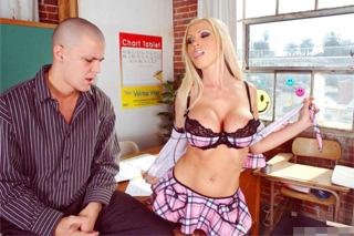 Studentka píchá s profesorem kvůli lepší známce (Nikki Benz)