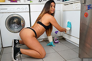 Fucking wilderness with a cleaning lady Nicole Ray