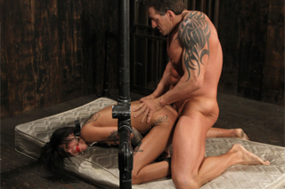 Muscular guy fucks tattoo lover Bonnie Rotten - BDSM porn