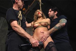 Svázaná a mučená Moka Mora – BDSM porno