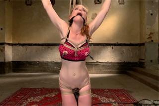 Svázaná a mučená zrzka Penny Pax – BDSM porno