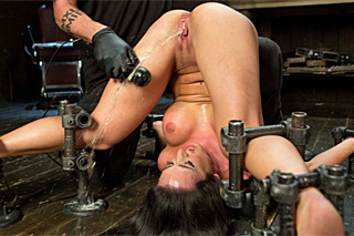 Tied up Virginia Tunnels experiences a violent squirt - BDSM porn