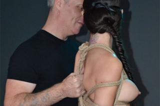 Svázaná žena Jess vykouří dominantního muže – BDSM porno