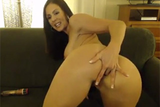 Seductive Kendra Lust fingers pussy in homemade solo