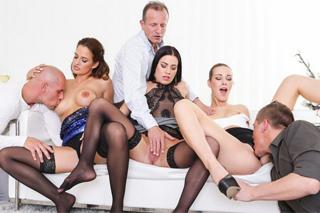 Tři české páry si krásně zasouloží na domácí swingers párty!