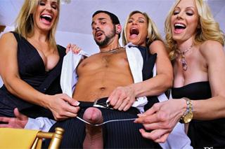 Tři paničky se v restauraci pobaví s penisem číšníka (Tyler Faith, Holly Sampson a Tanya Tate)
