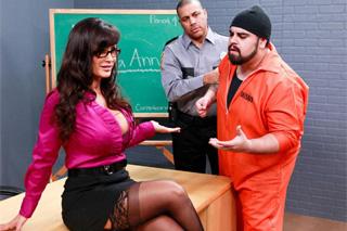 Tři vězni ošukají vyzývavou učitelku! (Lisa Ann)