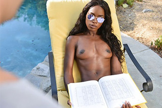 Pool boy screws horny black lady (Ana Foxxx and Logan Pierce)