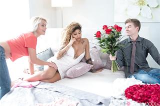 Valentýnská trojka mladé Latiny s přítelem a jeho macechou! (Venus Afrodita a Kathy Anderson)