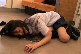 Znásilnění v metru, aneb zvrácené fantazie japonské studentky!