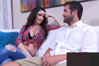 Zralá žena Jessica Jaymes vykouří penis muže už na prvním rande!