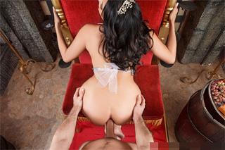 Zvrácená královna Missy Martinez vyzkouší penis sedláka