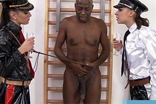 Zvrhlé lektorky policejní akademie sexuálně šukanují černého studenta!